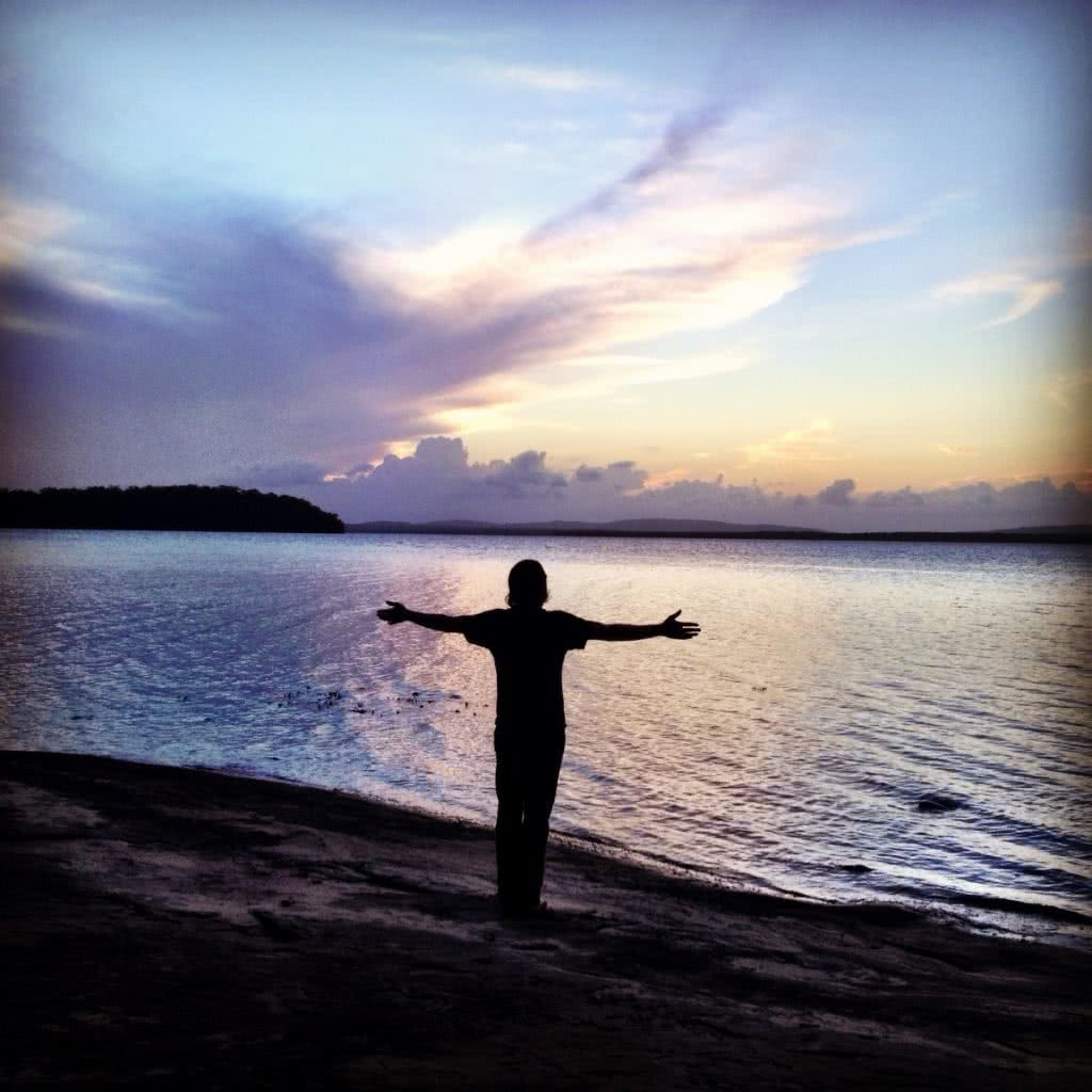 Searching for Alternative Australia // Part 1 Serena Renner, man, silhouette, joy, gratitude, arms out, sunset, waters edge, lake angourie