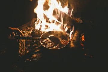 Camp Kitchen // Campfire Mulled Wine, Jen Kui-Maxwell, pot, fire campfire, fames, cooking, spoon, heat