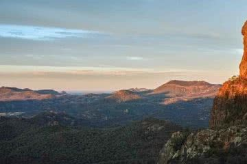 Walking In The Warrumbungles // Macha Tor and Grand High Tops (NSW), Harry Candlin, sunrise, mountains, distance