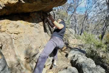 Cheeky Canberra Climbing // ACT, cliff edge, rocks, bouldering, guy, trees
