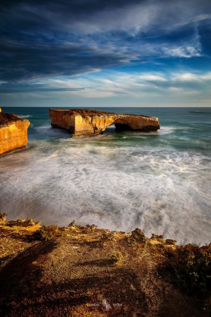 Photographing The Great Ocean Road (VIC) Keiran Stone, 7_london_bridge, rock arch, whitewater, cliffs, horizon, ocean