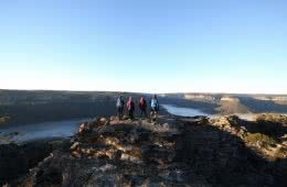 Canyons of Donkey Mountain // Wolgan Valley (NSW) Dan Jee, group of hikers, summit, river, horizon, view