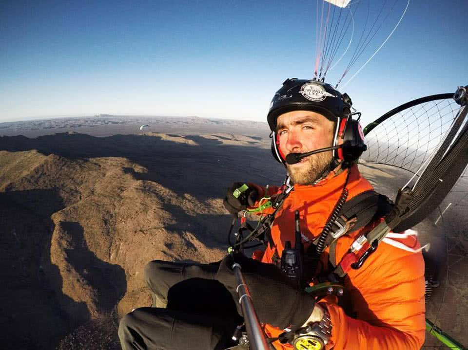 The Twins who Flew to the Australian Red Pole Henry Brydon, paramotor, selfie, mountains, horizon