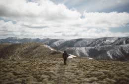 Traversing the Razorback // Alpine National Park (VIC), Mitchell Hodge, mountains, hiker, snow, clouds, horizon