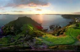 Heaven on Earth? // Tapeka Point Track (NZ) Courtney Sinclair, Tapeka Point, New Zealand, Heaven on Earth, panorama, 360 degree, green, sunrise