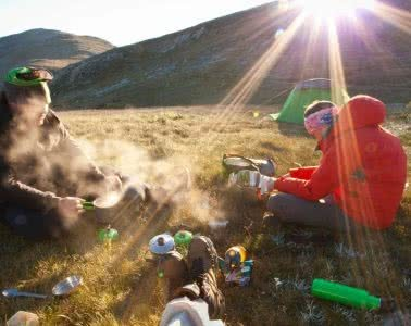 Feature Photo, Eat Like A Backcountry King, Joel Johnsson, hiking, food, lightweight, cooking, gas stove, breakfast, sunrise