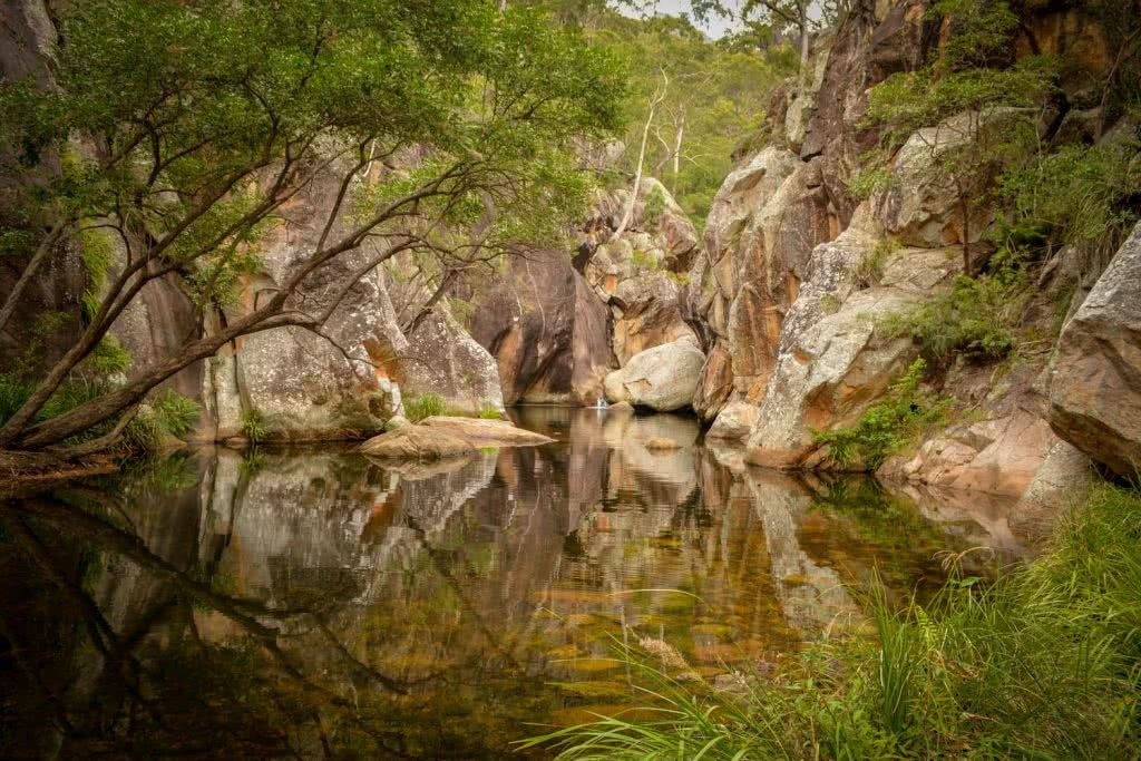 Lisa Owen_BestBeginnerHikesBrisbane_LowerPortalsWaterhole, water, swimming hole, reflection, rocks