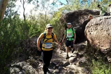 Oxfam Sydney Trailwalker 2017 Calumn Hockey Boulder Squeeze, woman, man , hiker, boulder, bush