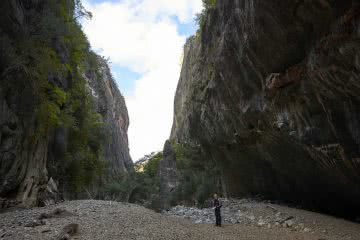 A Gorgeous adventure Bungonia Gorge NSW Neil and Gabby Massey, slot canyon, gorge, rocks, person