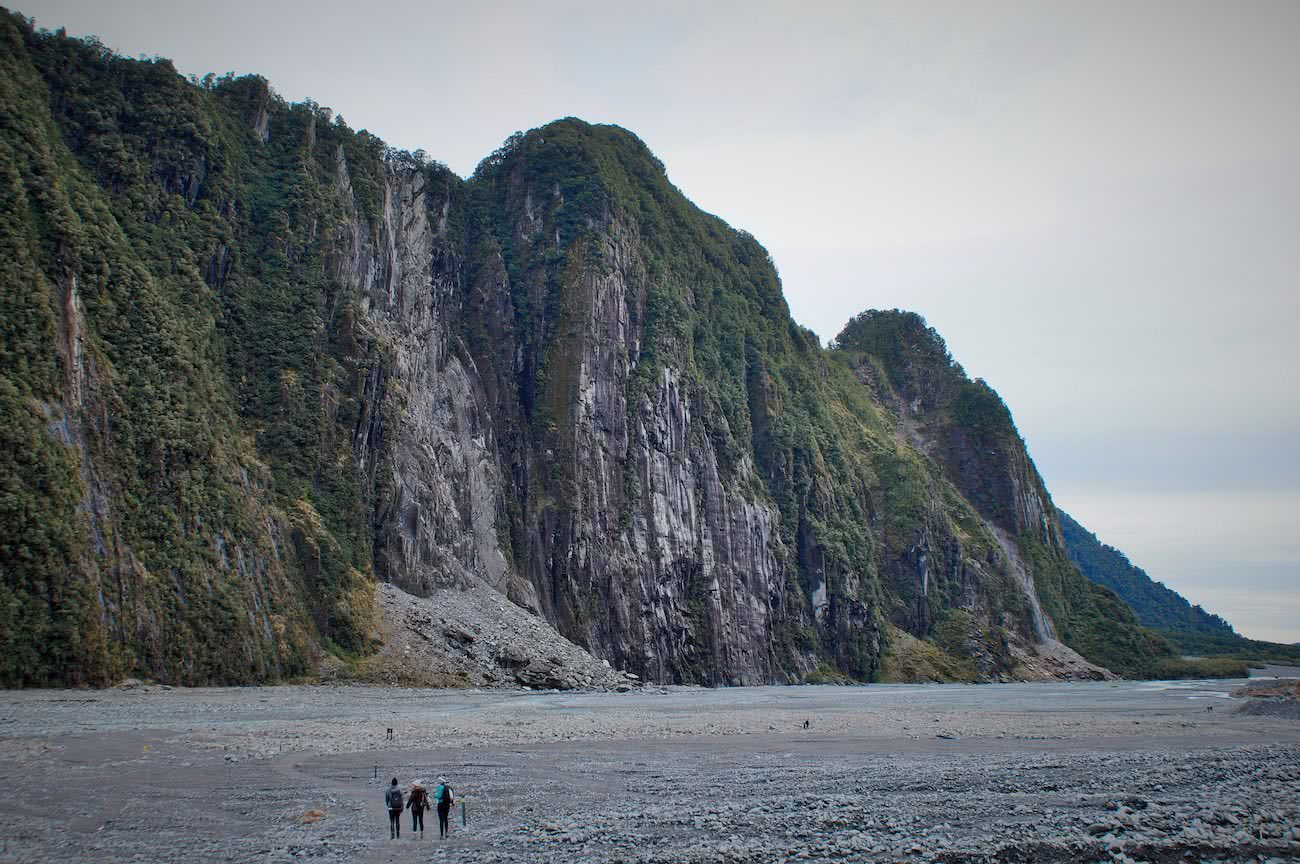 A Stroll Around Fox Glacier Valley // (NZ) Alex Kostas, huge cliffs, tiny hikers