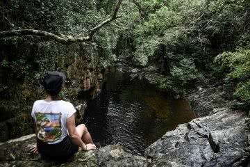 Stoney Creek Falls // Cairns (QLD) Lisa Owen, Viewpoint, swimming hole, waterhole, girl WAE tee, t-shirt, sitting