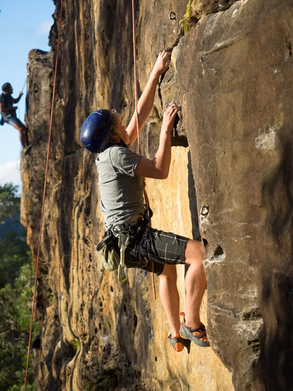 ozlifeoutdoors, james stuart, top rope, berrowra, nsw, sydney, types of rock climbing