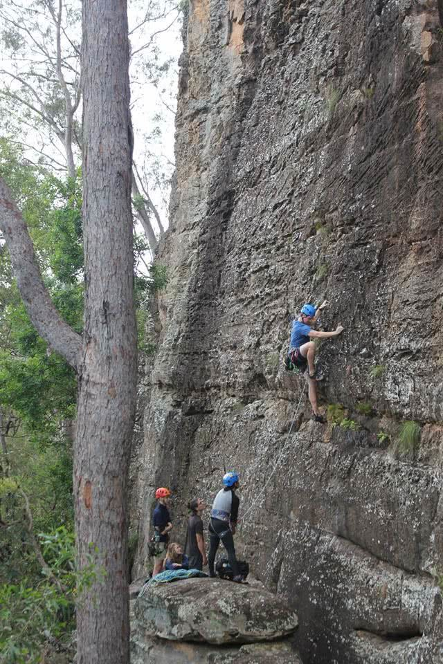 A Climbing Mecca Near Brisbane // Brooyar State Forest (QLD), Saphira Schroers, rock face, climbing, vertical, climbers, tree, group