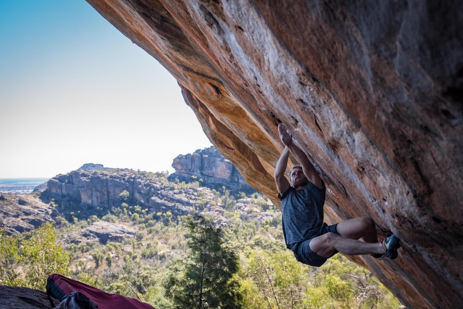 tom farrell, shot by pat_klein, outdoor, bouldering, pro climber