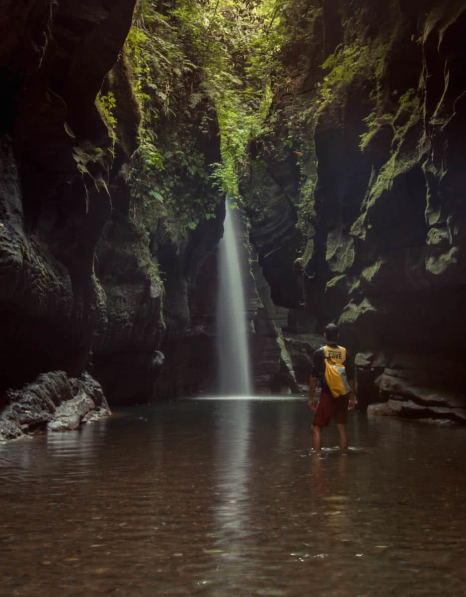 henry brydon, adventuring in paradise, vanuatu, island, pacific, tropical, adventures, canyon, waterfall