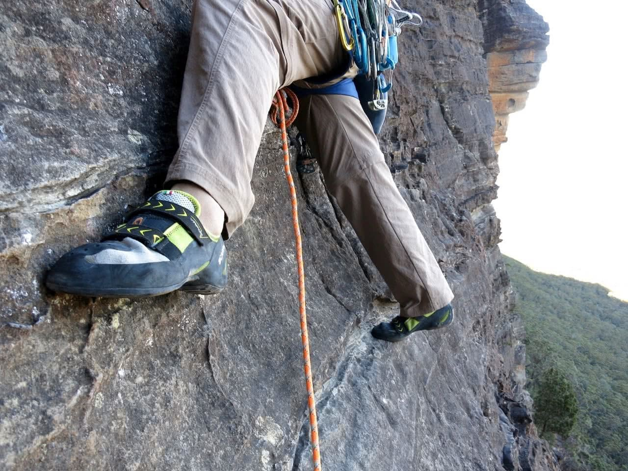 Marty Wolczyk, sweet-dreams-bardens lookout, rock climbing, blue mountains, nsw, gear review, scarpa vapor V, edging