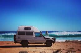 Troopy Travels // Chasing Sunsets From Byron Bay To The Ningaloo Reef, Alice Forrest, Road To Gnaraloo-WA, photo by Angel Grimaldi, van, wave, watching, woman, beach, ocean