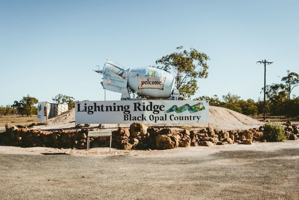 Red Dirt, Hot Springs & Quirky Pubs // Road Trippin' The Darling