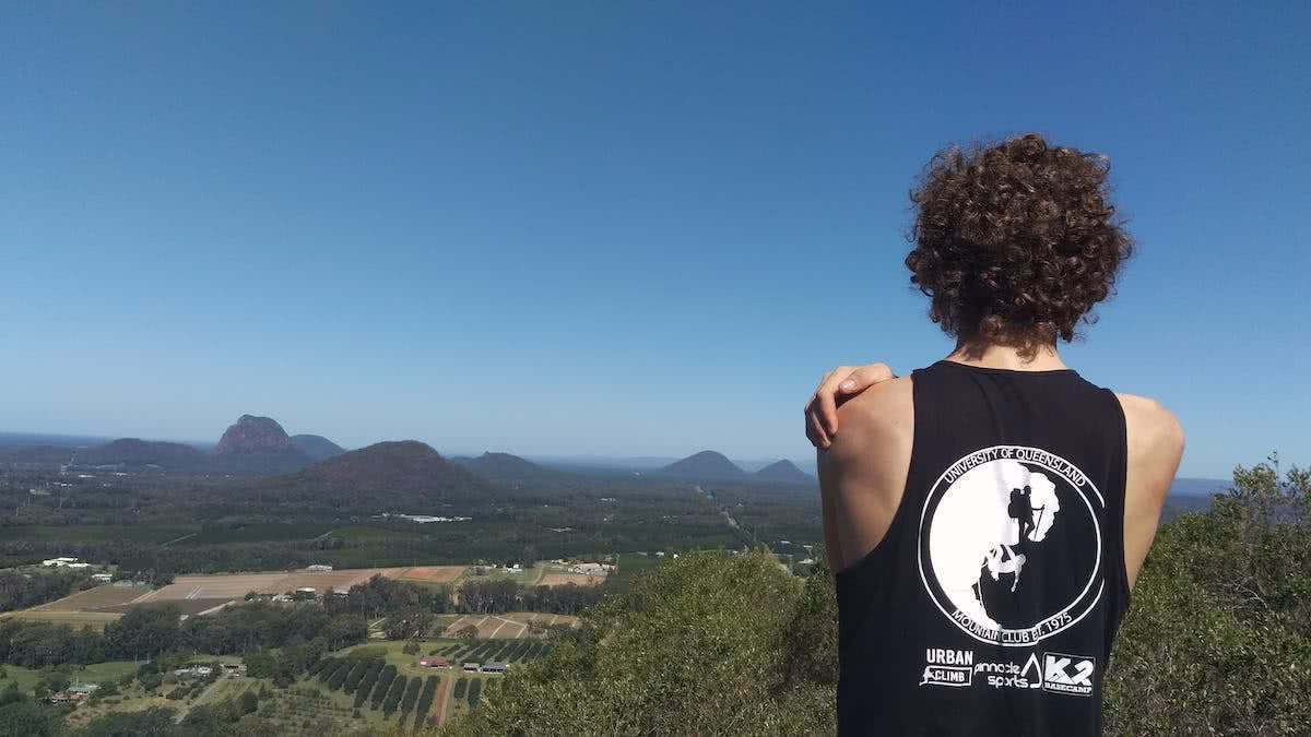 The 7 Peaks Challenge // Glass House Mountains, Lucas Dubinski, South East Queensland, University of Queensland Mountain Club, climbing, singlet