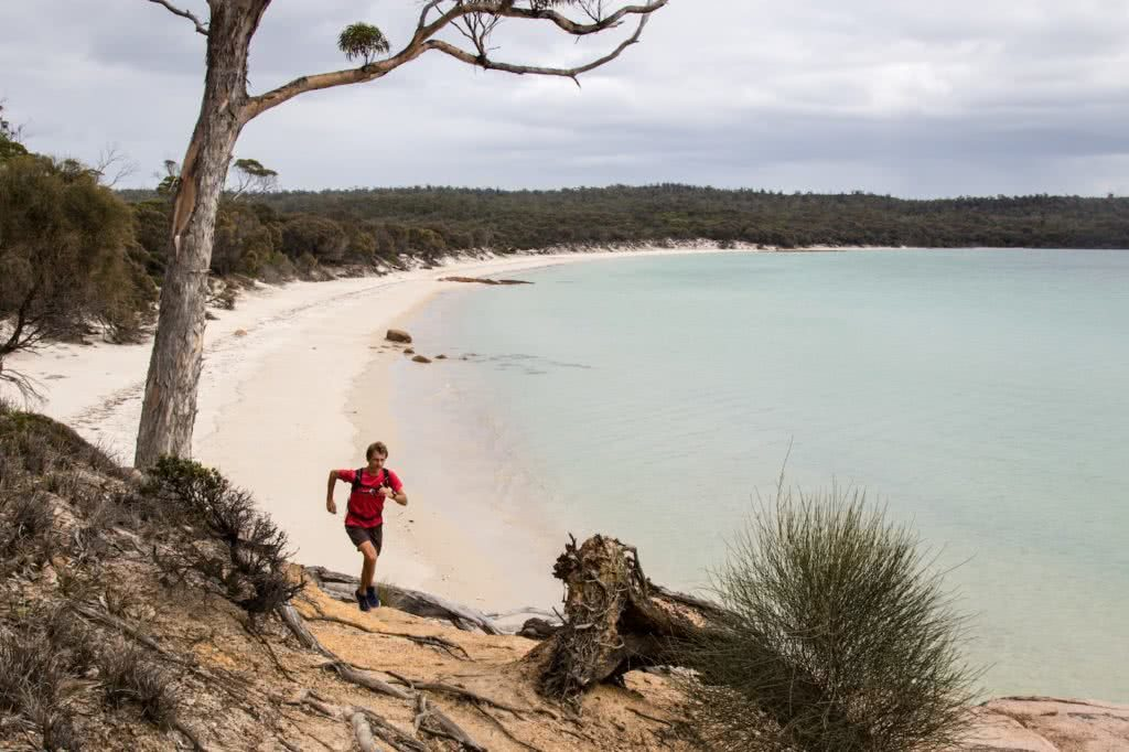 5 Things no one tells you about running a long way Ben Harris photo by Chris Ord beach ocean trail runner Tassie Trail Fest 16-2251