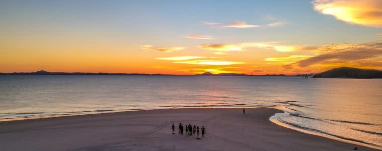 Great Keppel Island // A Forgotten Paradise (QLD), Marina Alonso Mantolan, sand spit, group, friends, sunset