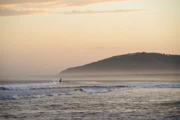 Coastal Surf Town Vibes Under 2 Hours From Sydney Jon Harris Kiama surfing Seven Mile Beach