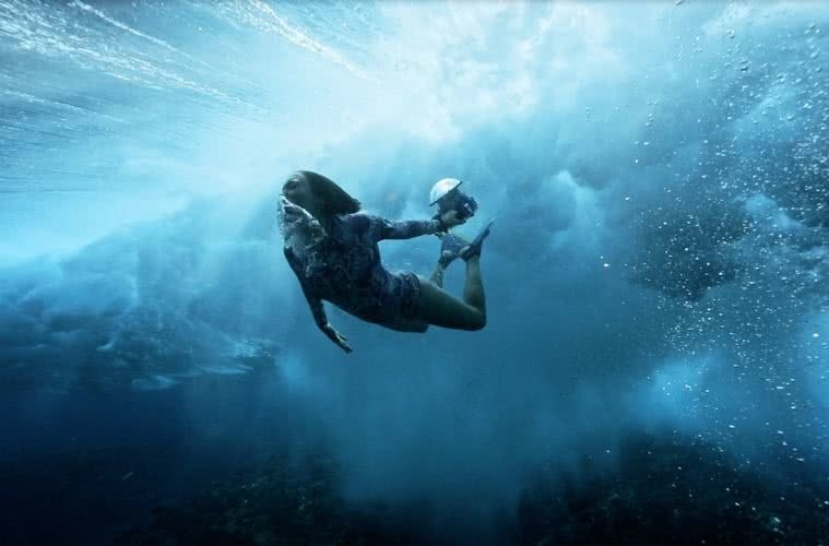 In Perpetual Motion, photo by Ben Thouard, Krystle Wright, underwater photography, Canon, Tahiti