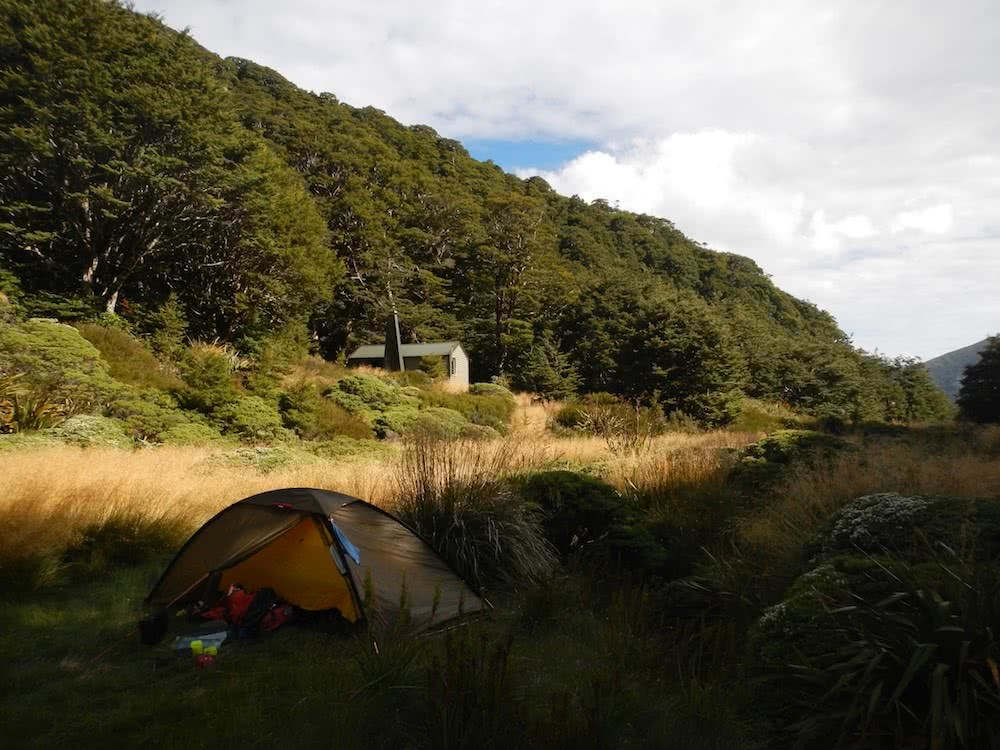 Ellis Hut, photo by Myrthe Braam, Mt Arthur, hut hiking, Kahurangi National Park, New Zealand