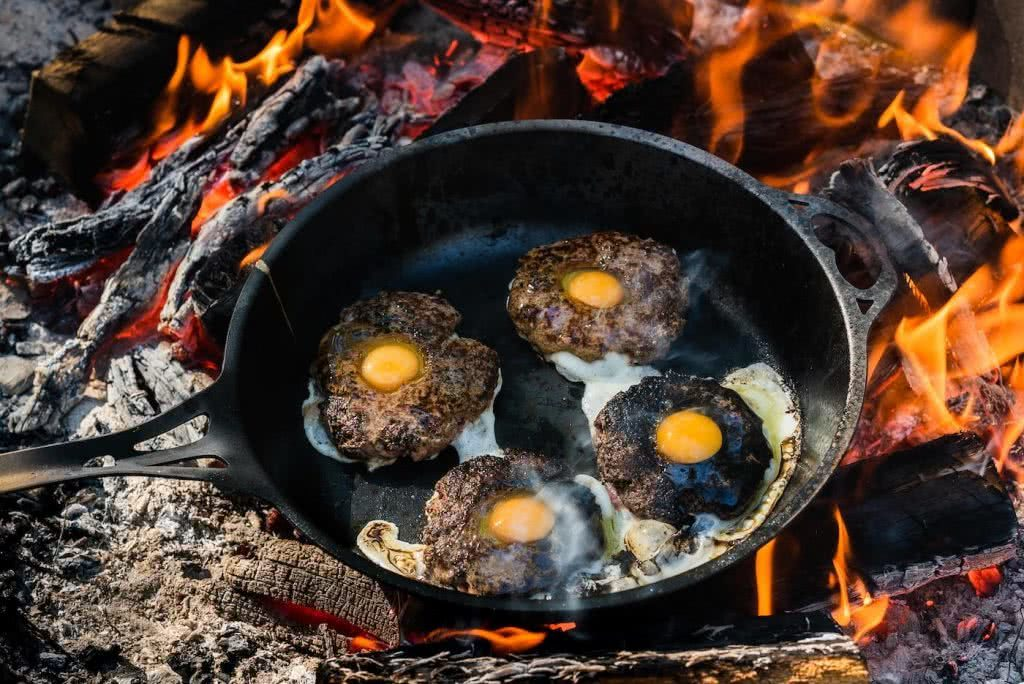 Get Your Mouth Around This Egg-In-A-Hole Burger, photo by Jonathan Tan, burgers, eggs, fire, pan, cooking, mince