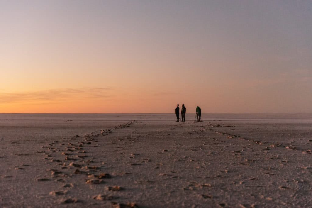 How To Drive From Adelaide To Uluru The Explorer's Way, Adrian Mascenon, Kati Thanda Lake Eyre, sunrise, desert, people