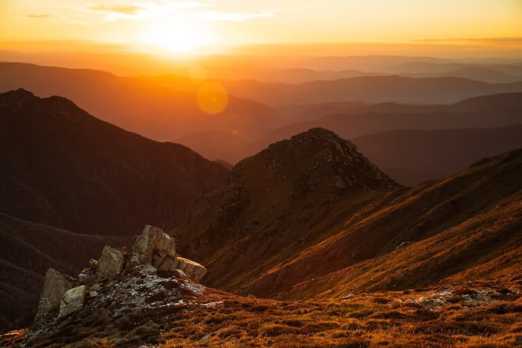 Almost Alone In The Aussie Alps, Aedan O'Donnell, Charlotte's Pass, sunset, mountain, ranges, grass