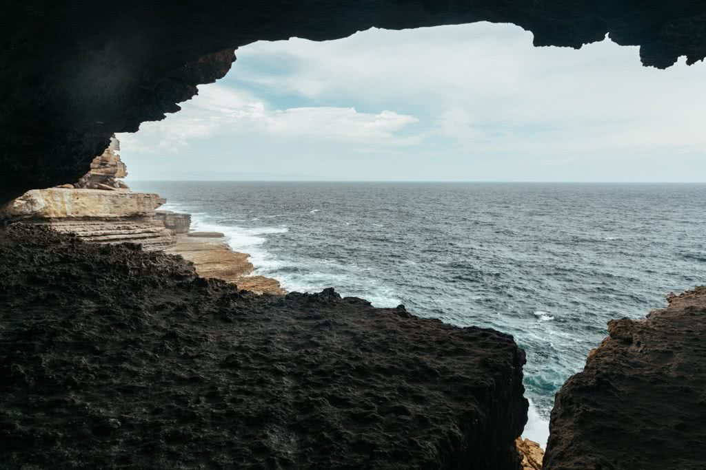 Scramble Through Gosang's Tunnel in Jervis Bay, Brooke Nolan, photo by Lindsay Buckley, ocean, cliffs, rock, tunnel