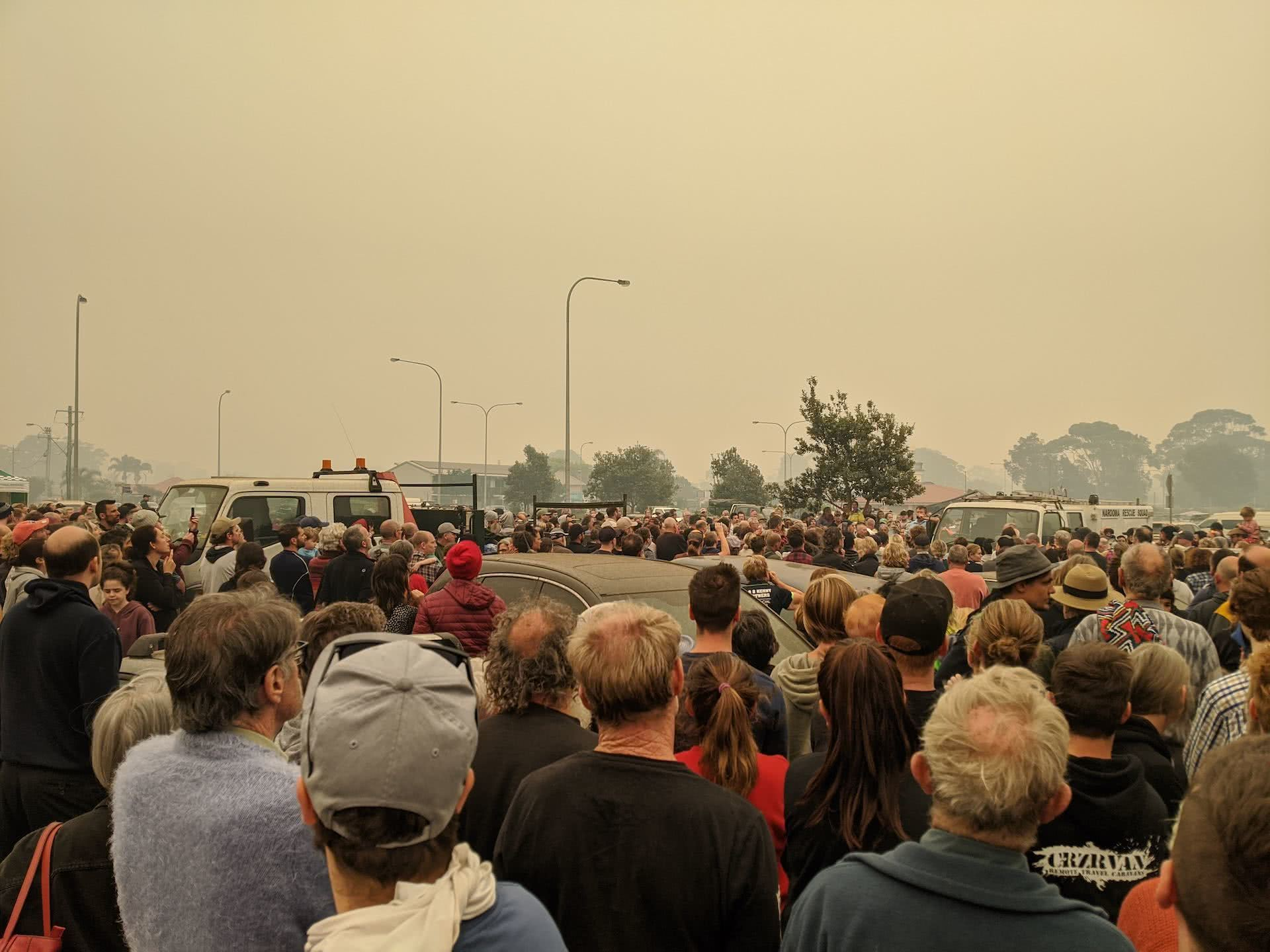 A first hand account of the south coast bushfires, amy fairall, narooma, south coast, nsw, bushfires, smoke, smog, crowd