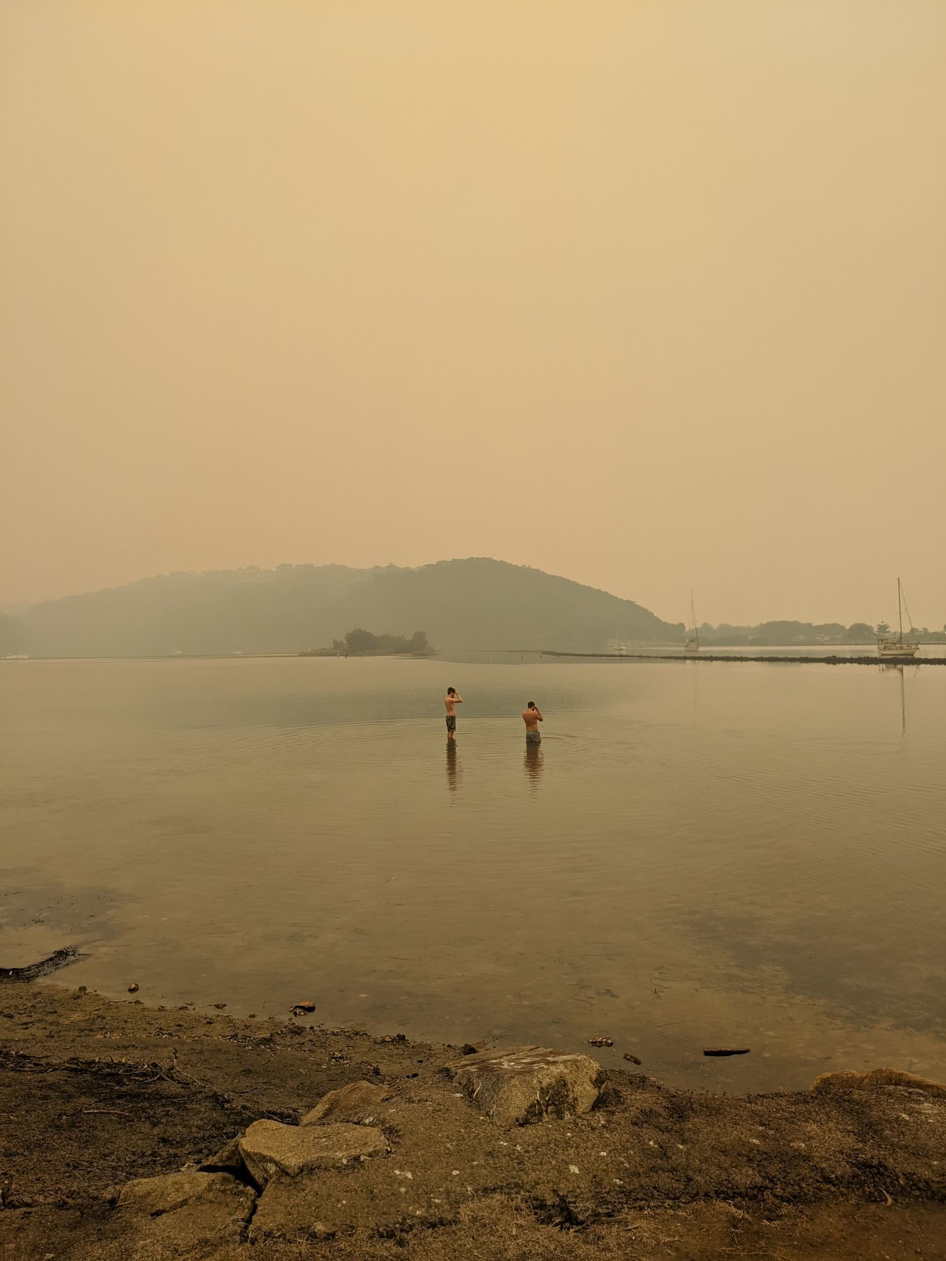 A first hand account of the south coast bushfires, amy fairall, narooma, south coast, nsw, bushfires, smoke, smog