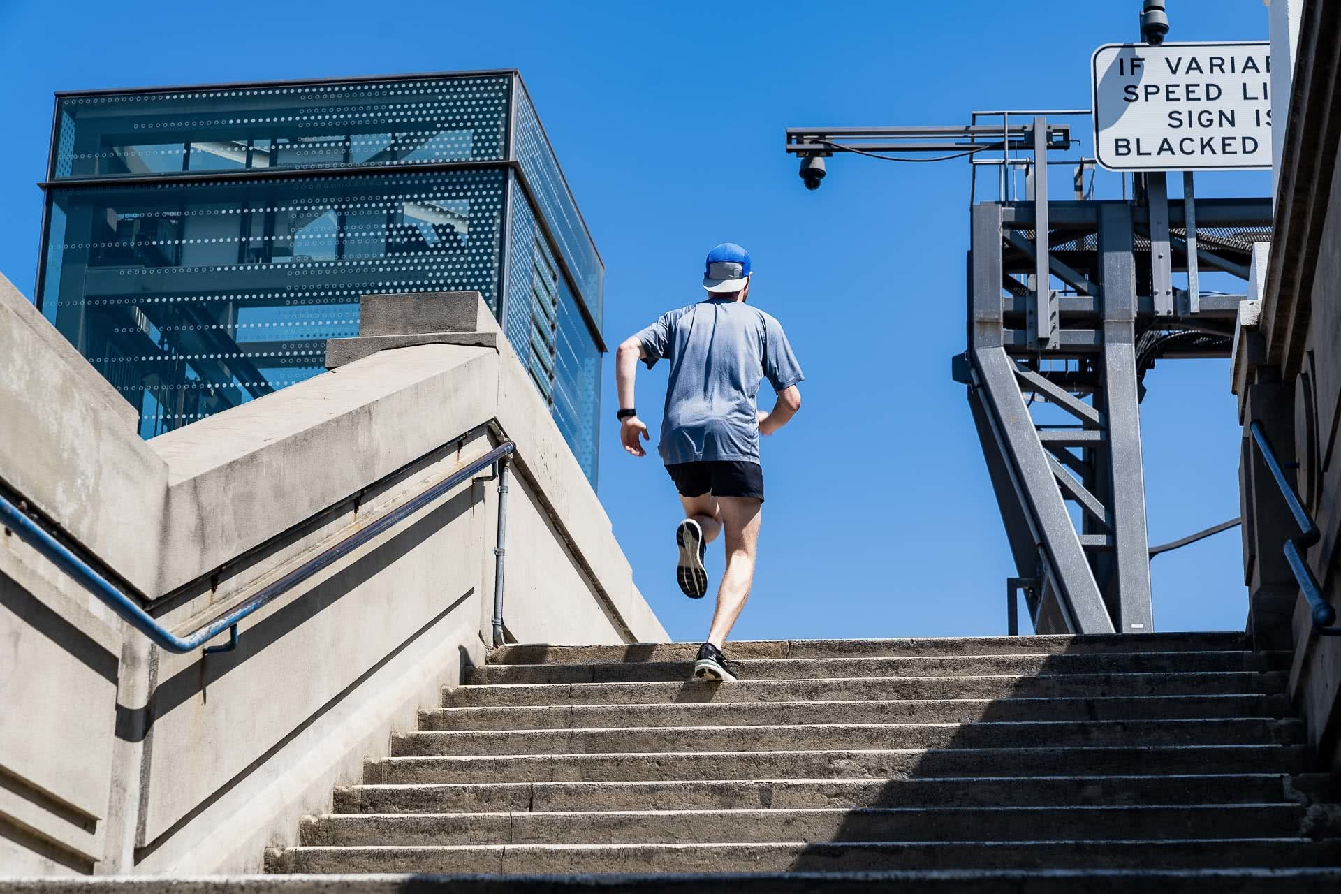 Salomon Sonic 3 Accelerate Gear Review, photo by Jono Tan @thetantrap, review by Tim Ashelford, lavender bay, sydney, nsw, stairs, harbour bridge