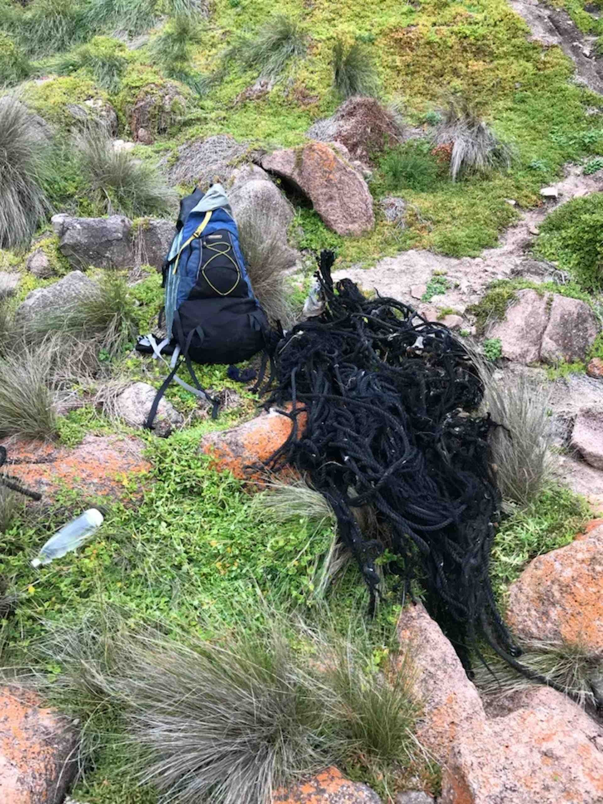 This Bloke's Collected over A Tonne of Rubbish From the Aussie Coastline - Pippa Salmon, hiking, rubbish, rope