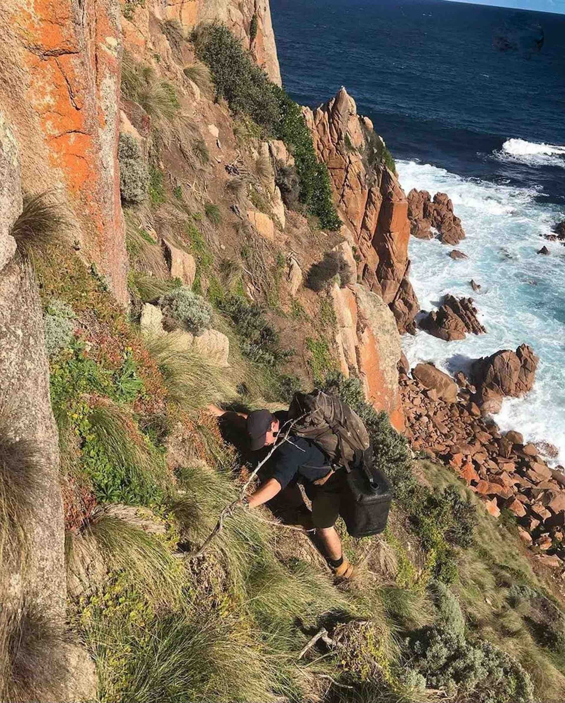 This Bloke's Collected over A Tonne of Rubbish From the Aussie Coastline - Pippa Salmon, hiking, guy